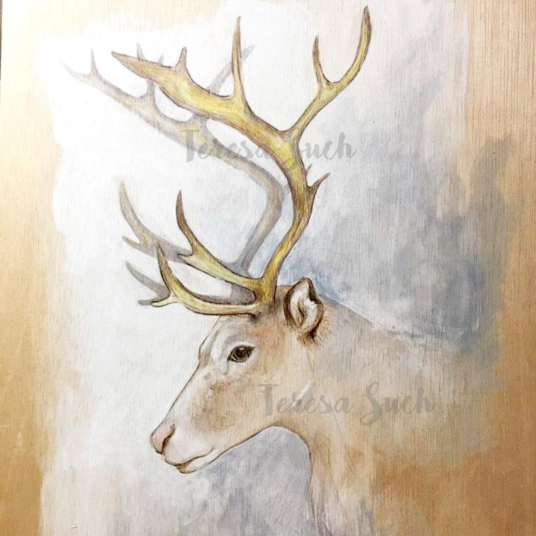 Ilustración naturalista de un reno, pintura satinada y lápices de colores sobre madera